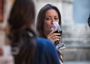 Drinking wine 01 2500